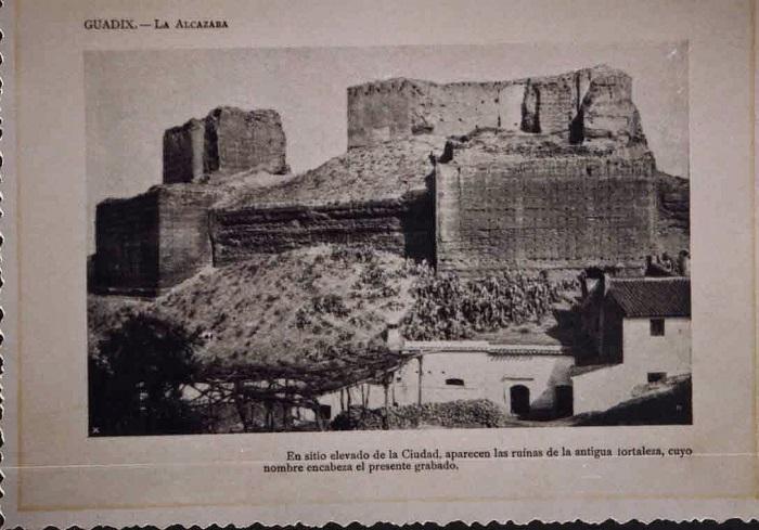 Fotografía antigua de la Alcazaba de Guadix.