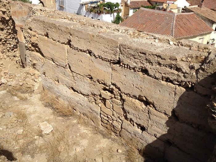 Vista parcial de muralla de la alcazaba de Guadix (Ss. X - XIII).